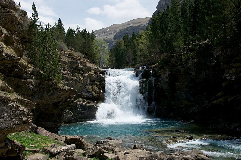 Desconecta en parques naturales de espa a for Piscinas naturales montseny