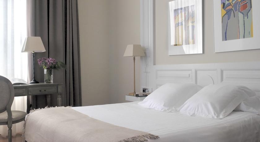 hotel con encanto en la playa villa rosario habitación