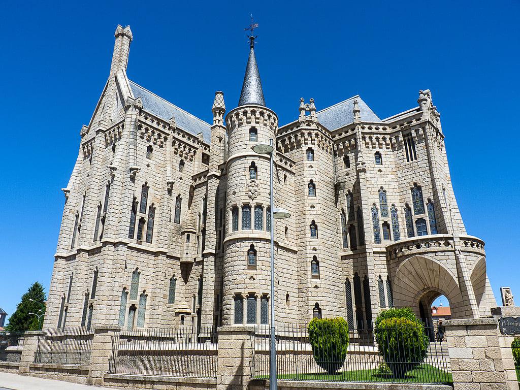 Ruta Gaudi y hoteles con encanto
