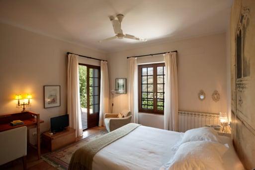 hotel con encanto en la montaña Almunia del Valle habitacion