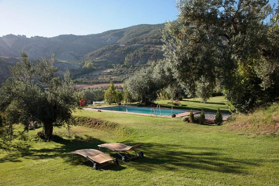 hotel con encanto en la montaña Almunia del Valle piscina