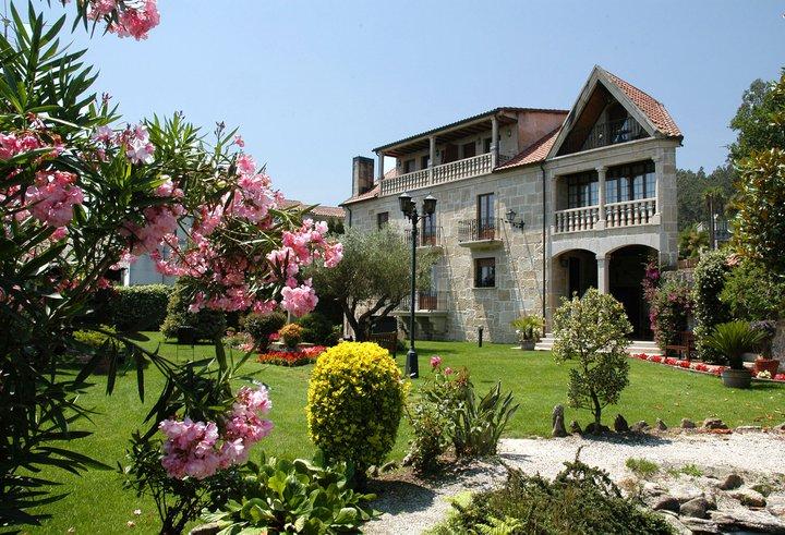 hotel con encanto en padron casa antiga do monte
