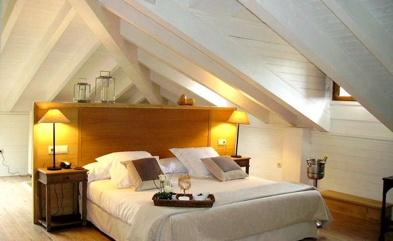 hotel con encanto en la montaña palacio de rubianes habitacion