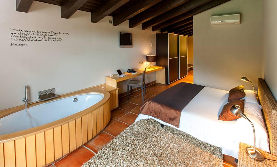 hotel con encanto en la montaña resguard dels vents habitacion