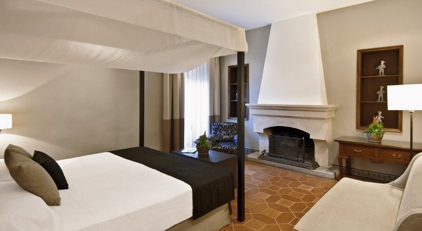 La almoraima hotel la freixeria Habitaciones románticas con chimenea