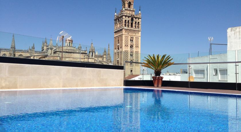 Top 5 escapadas con encanto a sevilla for Club con piscina en sevilla