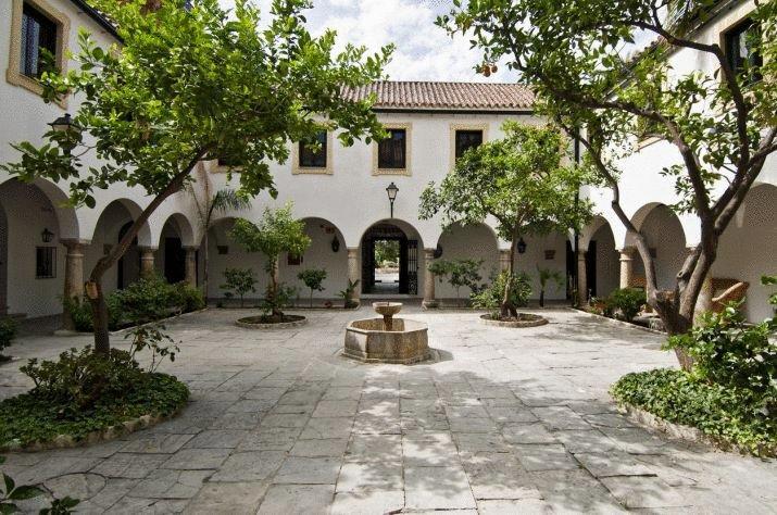 la-almoraia romantica habitacion con chimenea