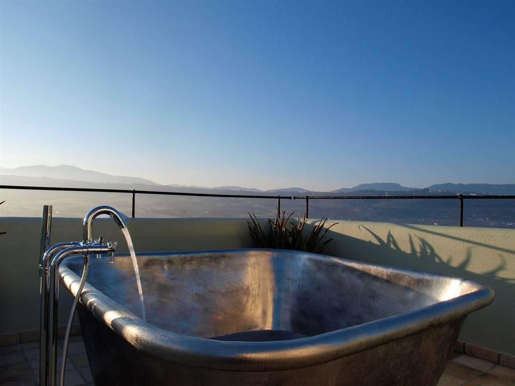 escapada romántica bañera exterior