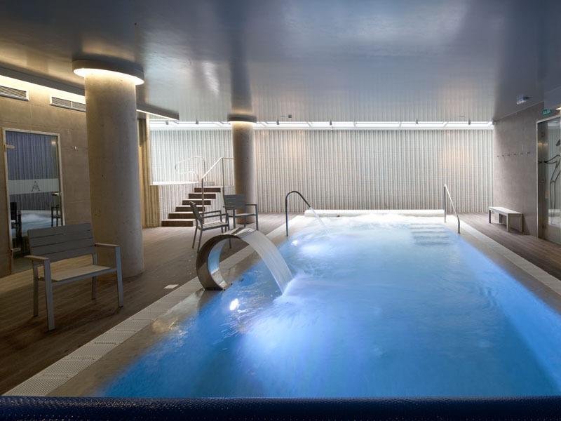 Si vas a contracorriente estos son tus hoteles for Hoteles en granada con piscina climatizada