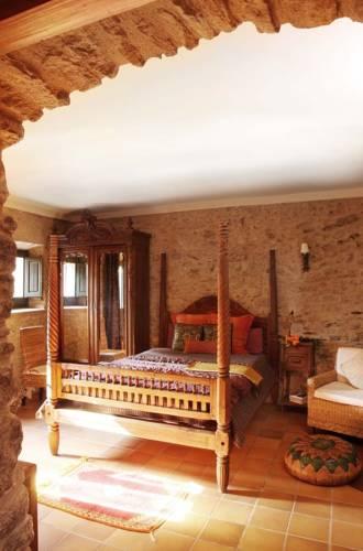 habitacion con cama dosel el raco de madremanya