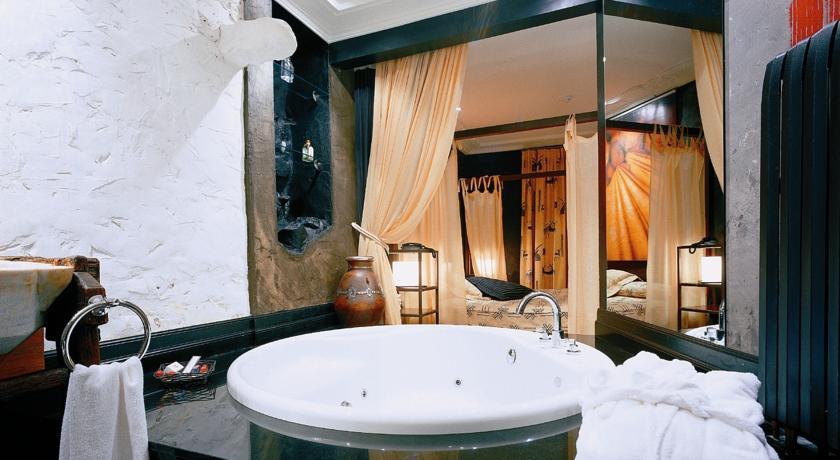 hotel con cama dosel casona camino real de los selores