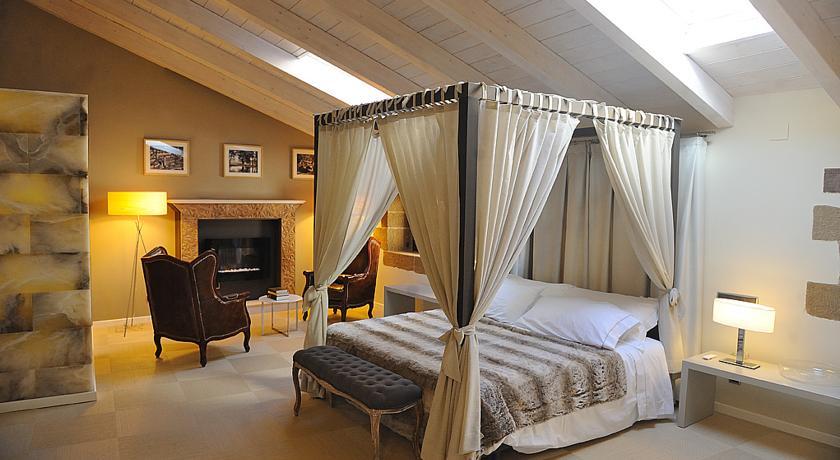 hotel con cama dosel la mosqueruela