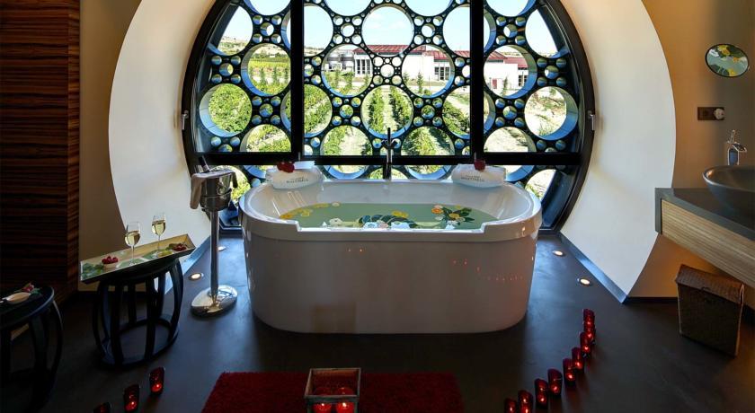 hotel con encanto cava mastinell baño