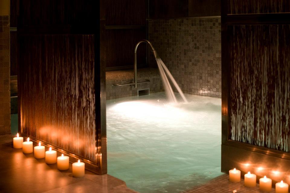 10 hoteles con spa cerca de estaciones de esqu for Hoteles con piscina climatizada en andalucia