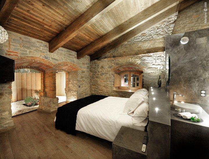 Escapada romántica cerca de Barcelona la masia del sola habitacion