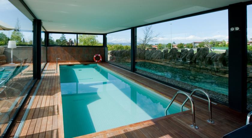 cerca de Barcelona mas albareda piscina