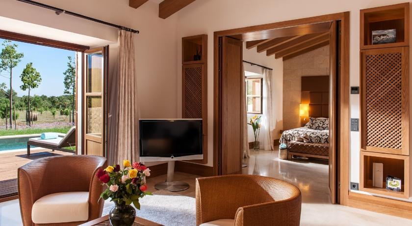 Hoteles con jardín castell son claret habitacion