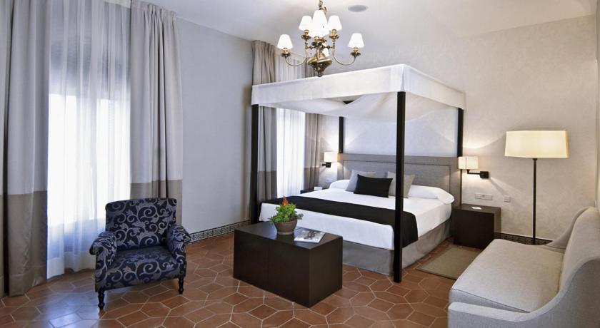 Hoteles con jardín la almoraima habitacion