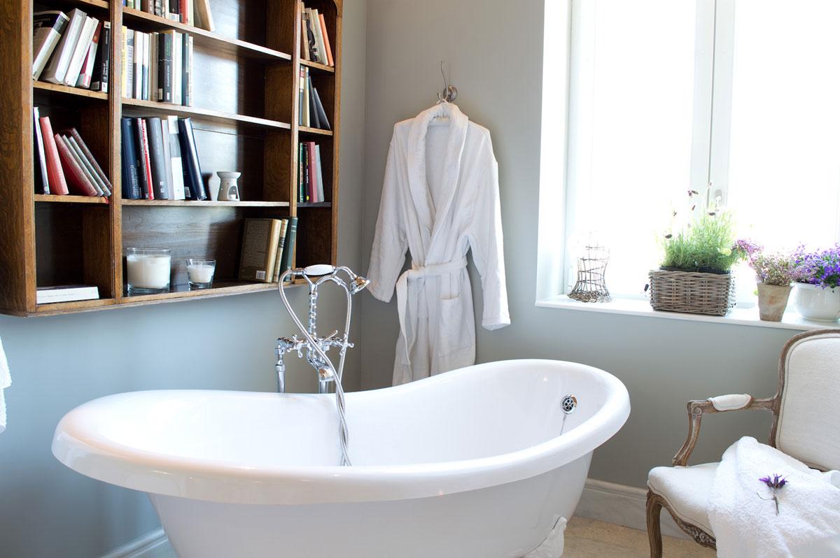 habitaciones romanticas la casa de los tomillares baño