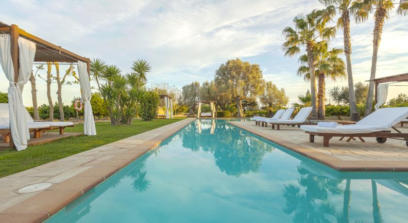 Top 10 hoteles con piscinas deluxe para disfrutar del for Hoteles con encanto cerca de madrid con piscina