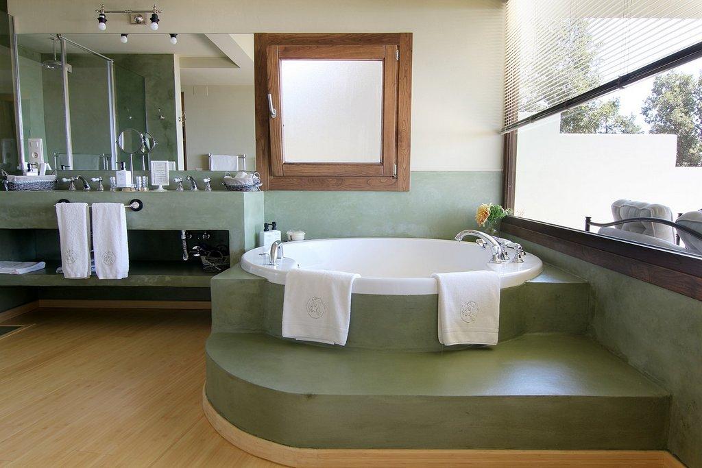 habitaciones-con-jacuzzi-y-chimenea-suites-nabia-jacuzzi