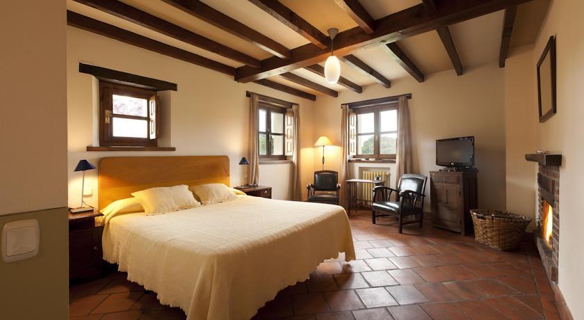 habitaciones-con-jacuzzi-y-chimenea-suites-arredonde