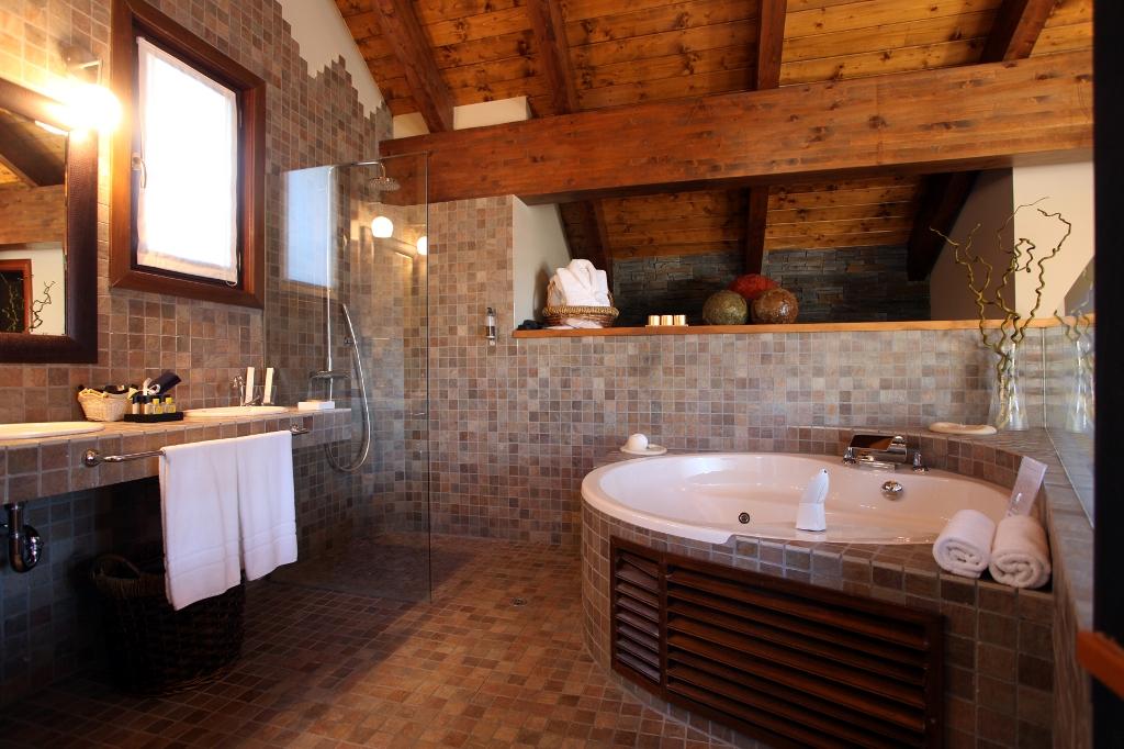 habitaciones-con-jacuzzi-y-chimenea-suites-el-privilegio