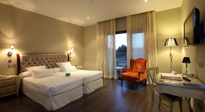 hotel-villa-nazules-chueca