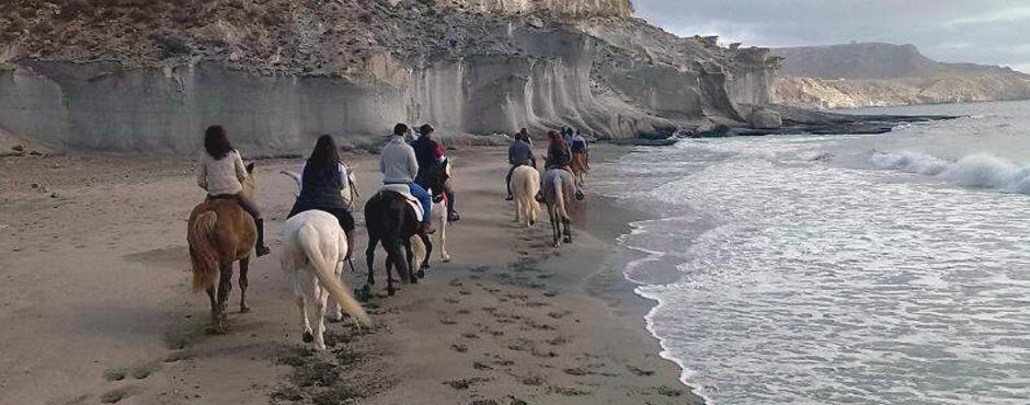 escapada con niños cabo de gata caballo