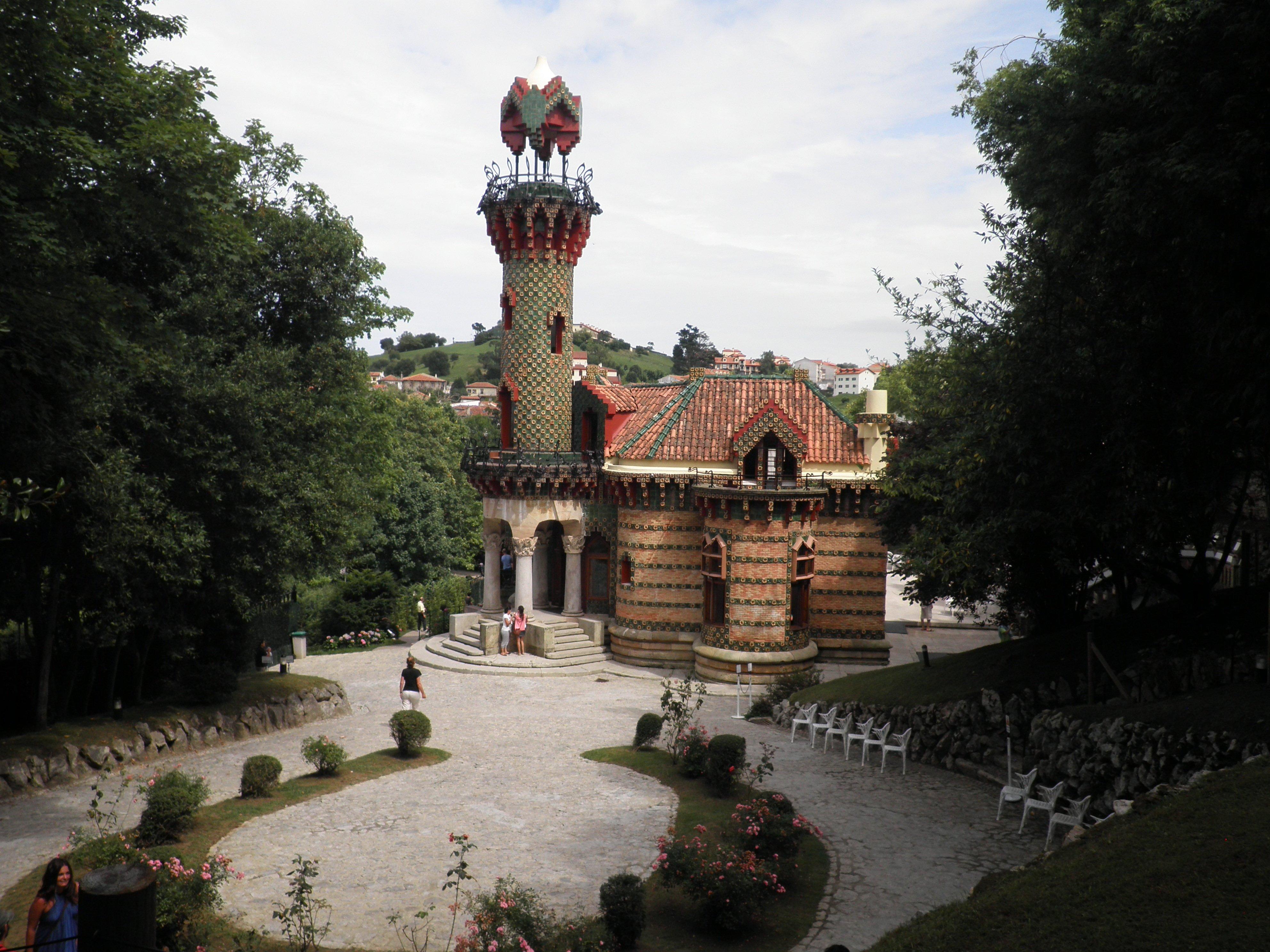 Rutas por Cantabria el Capricho de Gaudí