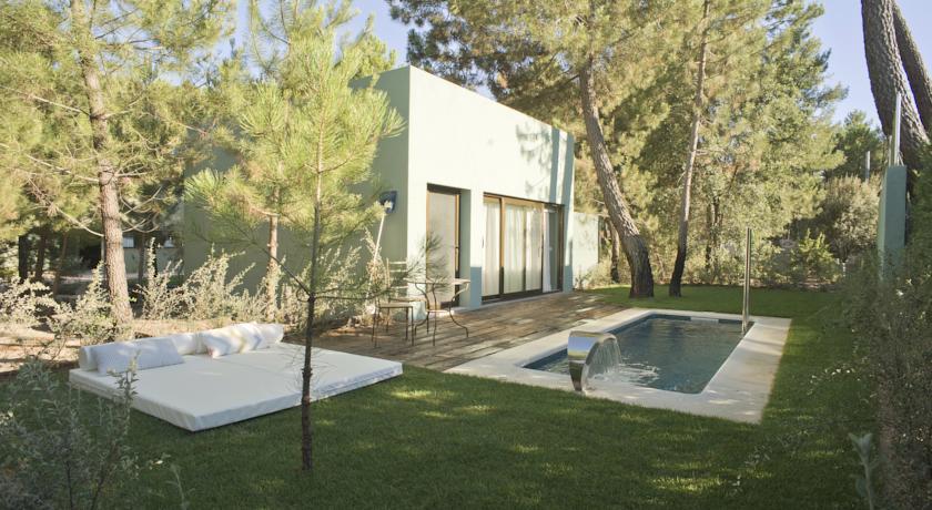7 hoteles con villas con encanto for Hoteles con piscina en cuenca