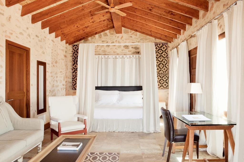 Habitaciones con Encanto Cap Rocat interior