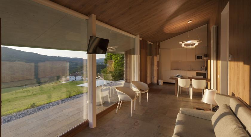 basajaun basoa hotel con villas con encanto salon