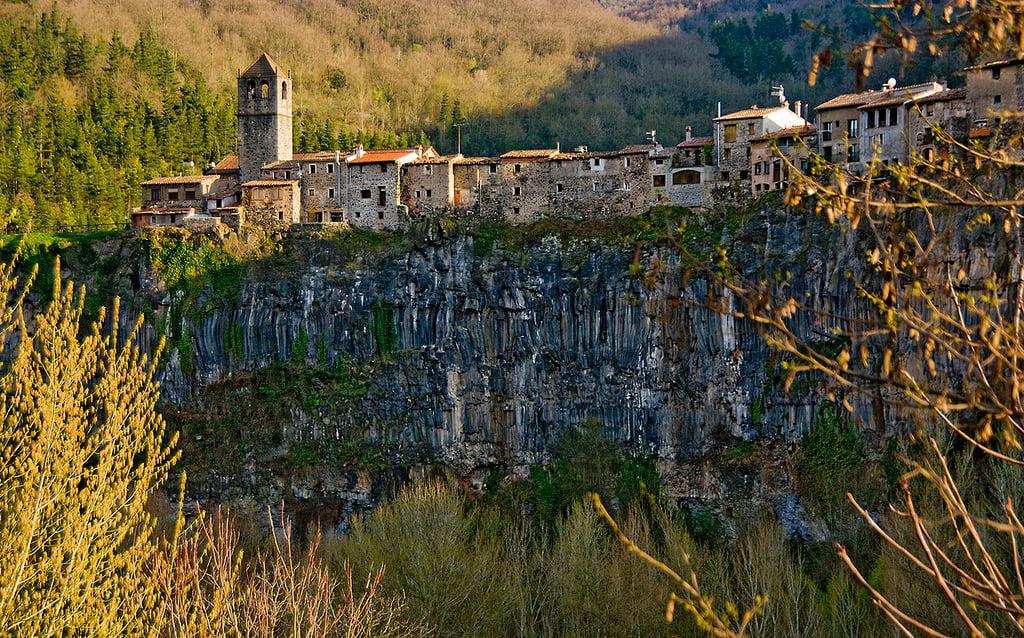 Rutas por Girona castellfollit de la roca