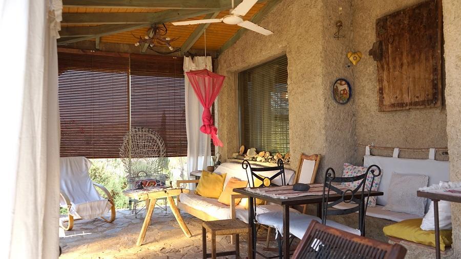 cortijo casa rural con chimenea exterior